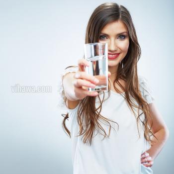 Nước khoáng bổ sung khoáng chất tự nhiên cho cơ thể
