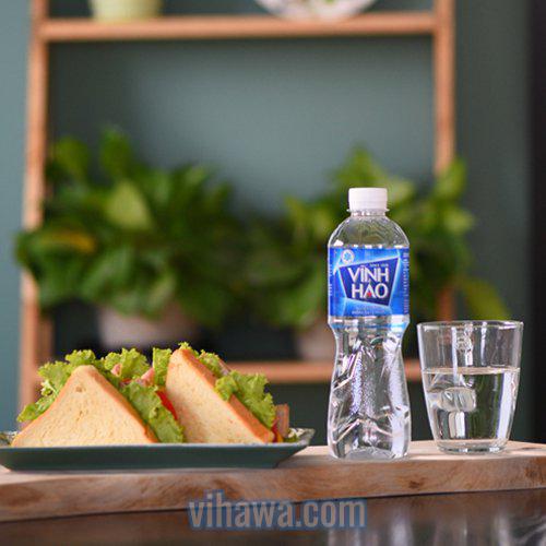 Lý do bạn nên uống nước khoáng mỗi ngày